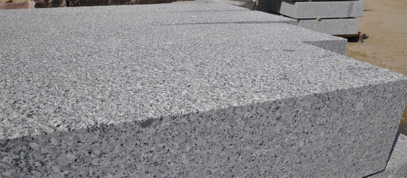granitblockstufen nach mass bew hrte qualit tsprodukte faire preise granitstufen treppen. Black Bedroom Furniture Sets. Home Design Ideas