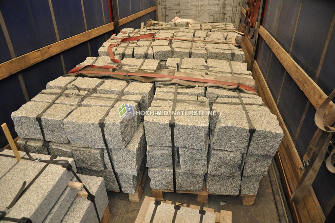 sandstein granit steine natursteine in bew hrter qualit t zu fairen preisen stufen platten. Black Bedroom Furniture Sets. Home Design Ideas
